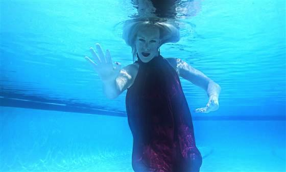 Carolina Del Rivero Cheryl Price did her shoot underwater.